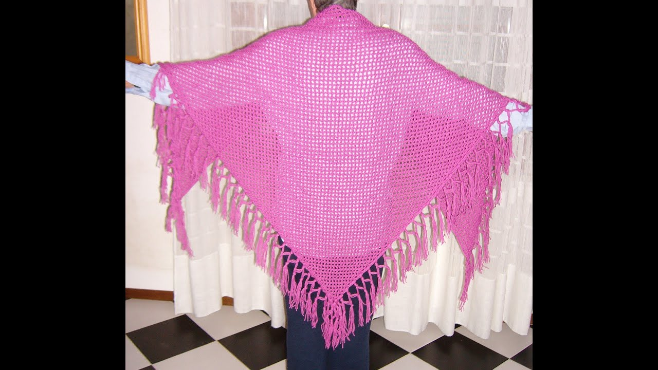 Scialle a filet con frange all uncinetto Crochet fringed shawl