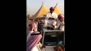 Repeat youtube video قصمان يحرجون على تمر