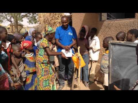 Group handwashing in Gwati primary school, Niger
