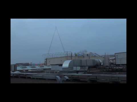 BSR1873 / Heliportage de 2 poutres treillis sur la toiture de Rosny 2