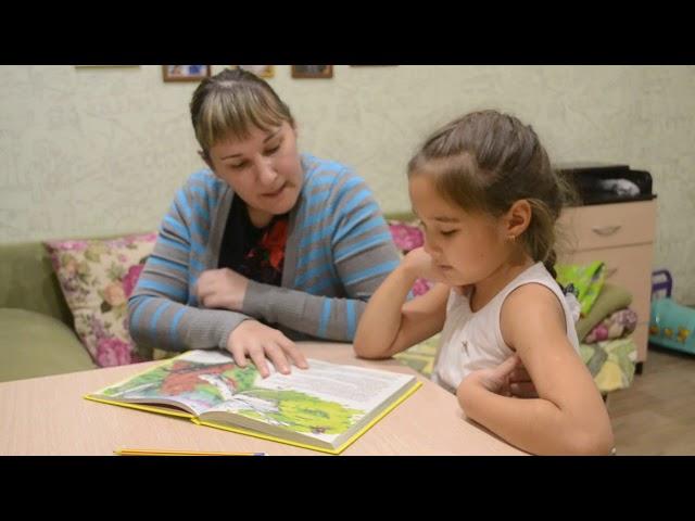 Изображение предпросмотра прочтения – Эльмира и ВенераТикеновы читает произведение «Сказка про Комара Комаровича.» Д.Н.Мамина-Сибиряка