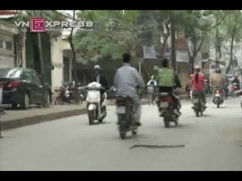 Congdongvip.com/Teen giỡn mặt tử thần bằng trò bốc đầu xe đạp