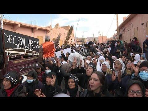 شاهد: المئات في المغرب يتظاهرون احتجاجا على طرد مزارعي تمور عند الحدود مع الجزائر …