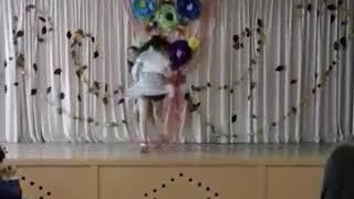 Танец под песню на десерт.