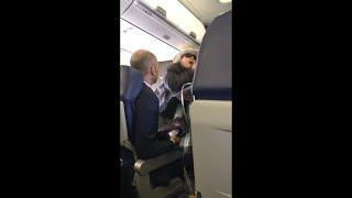 بالفيديو.. سيدة تهدد ركاب طائرة بالقتل