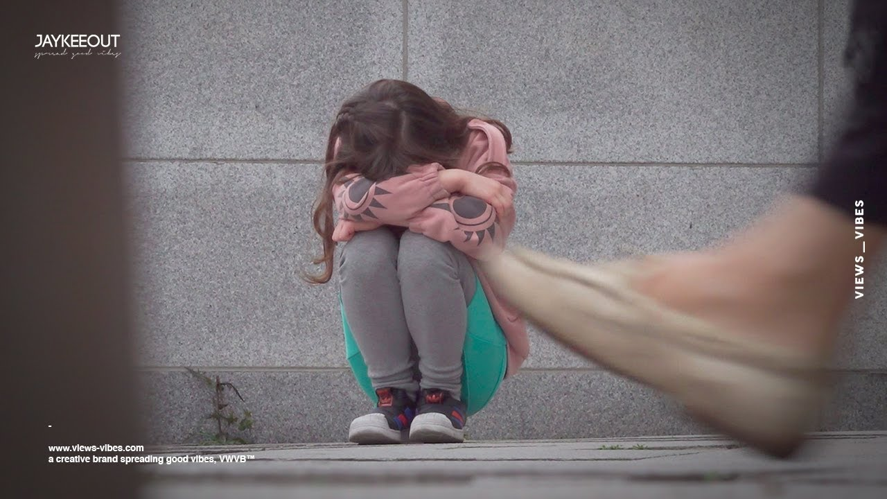 Lost girl crying on the streets of korea | social experiment