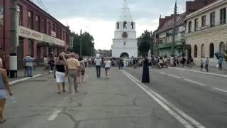 Народ собирается на открытие памятника воеводе  Козловскому в г. Сызрань 2016 08 20