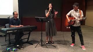 Dui Shou by Mandopop songwriting duo Xiaohan and Eric Ng
