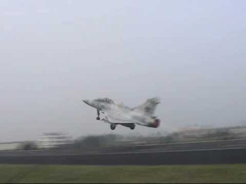 Taiwanese RoCAF Fighters Takeoff/Landing on Highway!