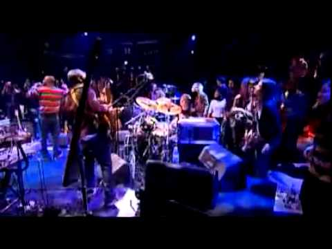 Wyclef Jean's handstand during 'Sweetest Girl' performance mp3