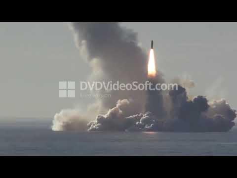 Залповый пуск баллистических ракет Булава с атомной подлодки.