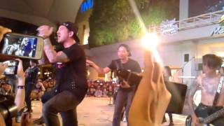 Download lagu Killing Me Inside + Young Blood Live Summarecon BekasiClothing