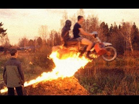 Смертельный прыжок на мотоцикле ЖЕСТЬ!)