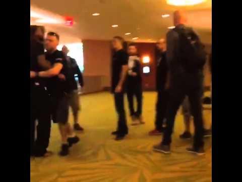 Briga entre Michael Johnson e Nate Diaz.