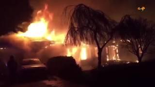 Kraftig brand rasar i villa