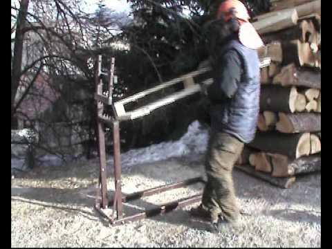 drziak na pilenie dreva motorovou pilou.AVI