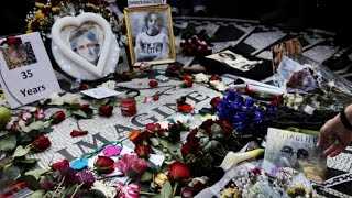 Video Fans commemorate John Lennon's death at NYC's Strawberry Fields download MP3, 3GP, MP4, WEBM, AVI, FLV Oktober 2018