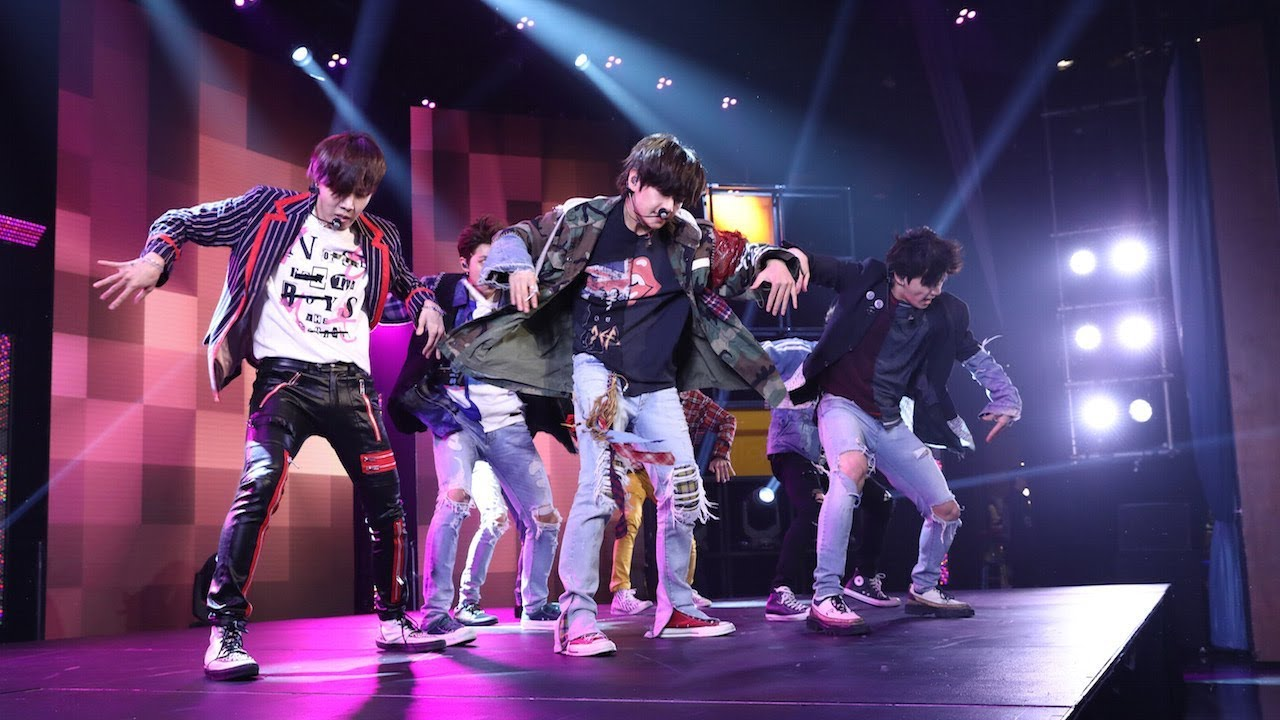 Halsey Wallpaper Quotes Bts Takes The Stage With Fake Love Youtube
