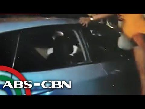 TV Patrol: Kotse ng lasing na driver, kinuyog matapos makasagasa sa Malabon