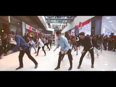 Best Christmas Flashmob | Studio VS DANCE