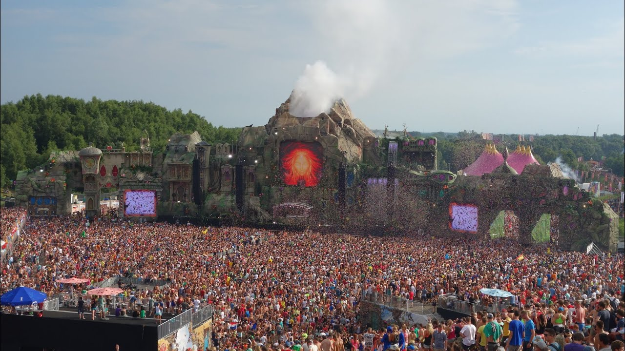 Tomorrowland 2013 - Main Stage Going Off - YouTube What A Crowd What A Stage Tomorrowland 2013 In Photos