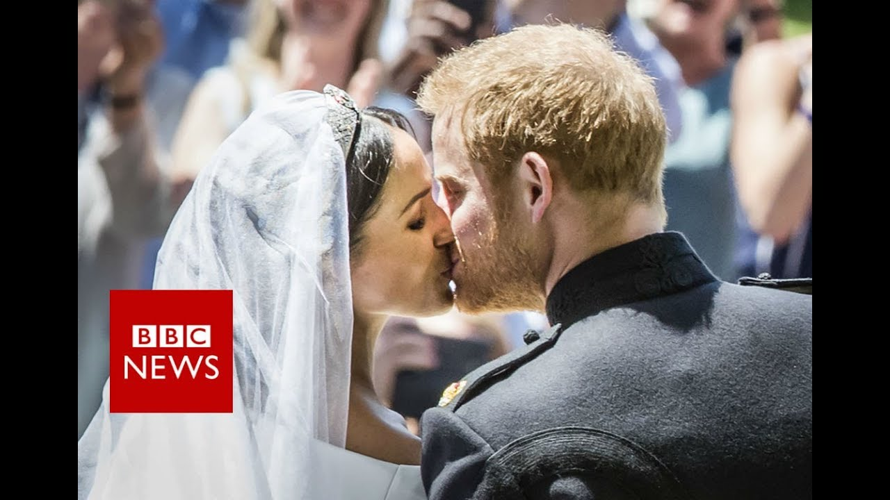 Royal Wedding Kiss.Royal Wedding Prince Harry And Meghan S First Kiss Bbc News