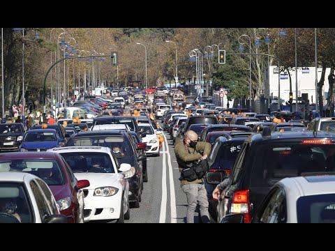 Centenares de coches recorren Vigo en protesta contra la reforma educativa