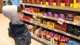 Çinar Şok Market Abur Cuburlari Aldi,baby Doing Grocery Shopping