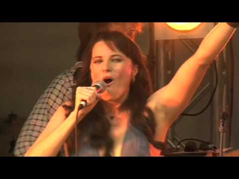 Lucy Lawless performs Gloria