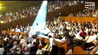 המפכ''ל רוני אלשיך בהופעה של אברהם פריד