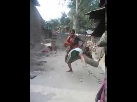INDIAN LADIES FIGHT NEVER SEEN BEFORE thumbnail