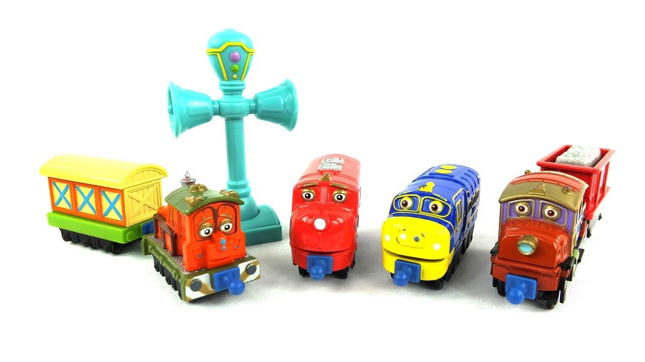 Впервые игрушки из серии «chuggington» купить стало возможным в 2010 году. В связи с невероятным ростом популярности мультфильма было решено выпустить серию игрушек под этой маркой. Первые покупатели сразу же заметили что паровозики чаггингтон игрушки которые имеют невероятное.