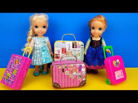 Vacation packing ! Elsa and Anna toddlers  shopping for luggage  suitcases  Barbie is the seller