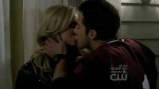 The Vampire Diaries 2x12 - Caroline and Tyler kiss