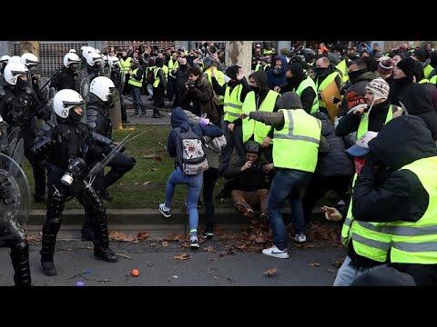 فيديو: الشرطة الفرنسية تعتقل عددا من طلاب المدارس بينهم فتاة تبلغ 14 عاما…  - نشر قبل 2 ساعة