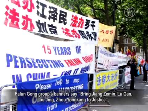 Li Keqiang Signs Deals But Meets Protests on UK Visit