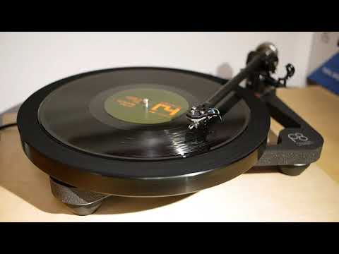 Kode9 + Daddi Gee - Sign Of The Dub (Hyperdub HYP001 A) 2004