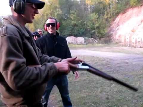 Strelba z brokovnice s dvema hlavnema :)