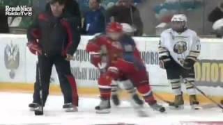 Владимир Путин играть в хоккей - Vladimir Putin plays ice hockey
