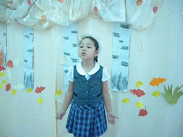 Изображение предпросмотра прочтения – АлидаФахриева читает произведение «Закружилась листва золотая…» С.А.Есенина