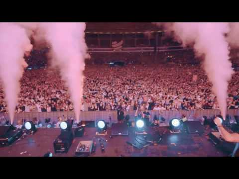 Earthquake in Germany ( Dimitri Vegas & Like Mike @ World Club Dome 2017 Crowd Control )