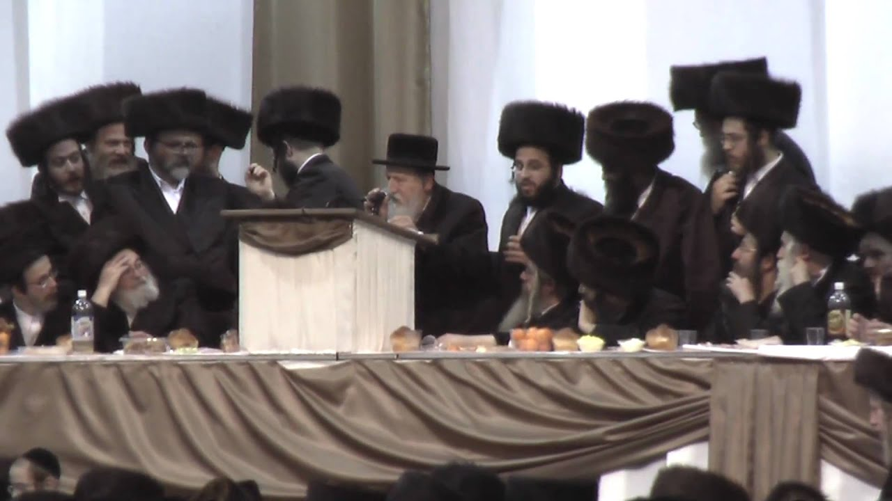 Harav R' Reuven Schmeltzer (father of R' LIPA ), talking in satmar Chuf alef kislev,