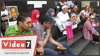 """بالفيدي.. وقفة بـ«الشموع» والغناء على """"سلالم"""" الصحفيين فى ذكرى استشهاد تامر عبد الرؤوف"""