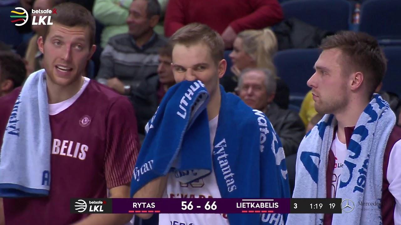 """""""Betsafe–LKL"""" rungtynių momentas: A.Butkevičius apsaugo savo komandos oro erdvę"""