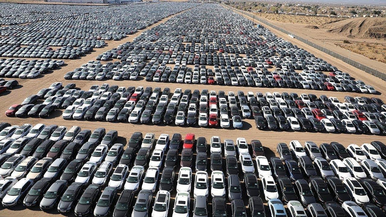 ملايين السيارات الجديدة متروكة في الهواء تتلف دون استخدام