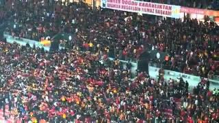 Sen Var Ya Sen Galatasaray Tribün şov! Kale Arkası Coştu Bir Kere :