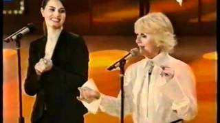 Paola Cortellesi/Loretta Goggi - Uno di noi