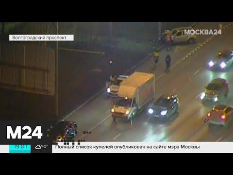 Машина протаранила мачту городского освещения на юго-востоке Москвы - Москва 24