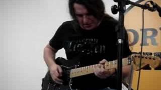 edu ardanuy tocando um blues na drum shop