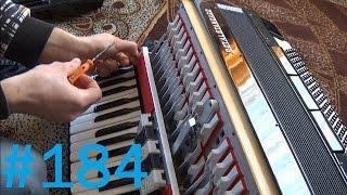 184# Życie zwyczajnego rolnika - Prymitywna naprawa akordeonu - ale działa